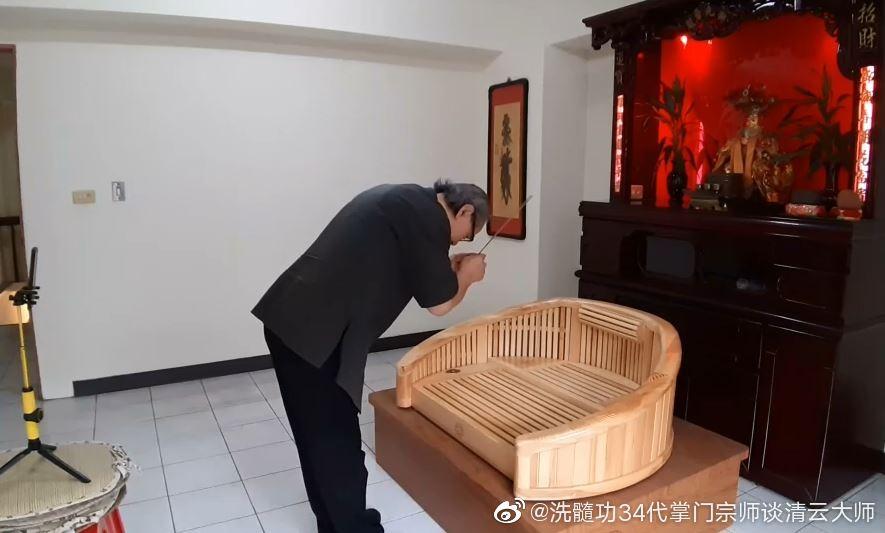 黄帝道轩辕武道院:在线直播举行拜祖拜师礼仪式
